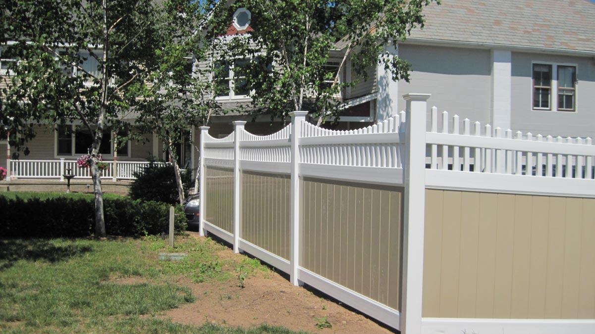 vinyl fencing contractor